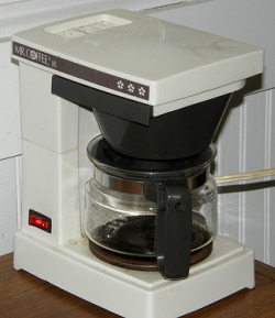 Cleaning Electric Coffee Maker With Vinegar : Clean Coffee Maker With Vinegar - Step By Step Instructions And Video