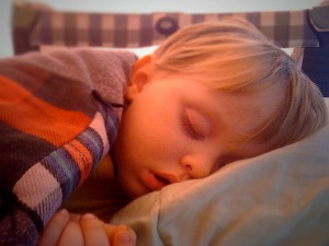 How much sleep do kids need? Guidelines and tips to make sure kids of all ages are getting enough {on Household Management 101}