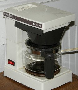 clean coffee maker with vinegar