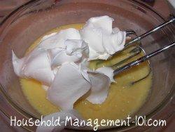 making banana pudding