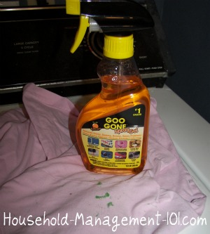 How to use Goo Gone to remove gum on clothing {on Household Management 101}