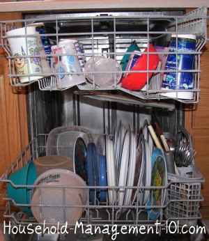 How to load a dishwasher the right way {on Household Management 101}