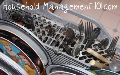 Tips for how to load a dishwasher silverware basket {on Household Management 101}